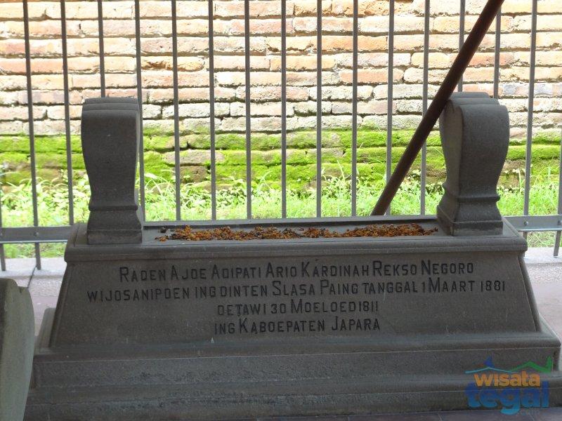 Makam Raden Ayu (RA) Kardinah