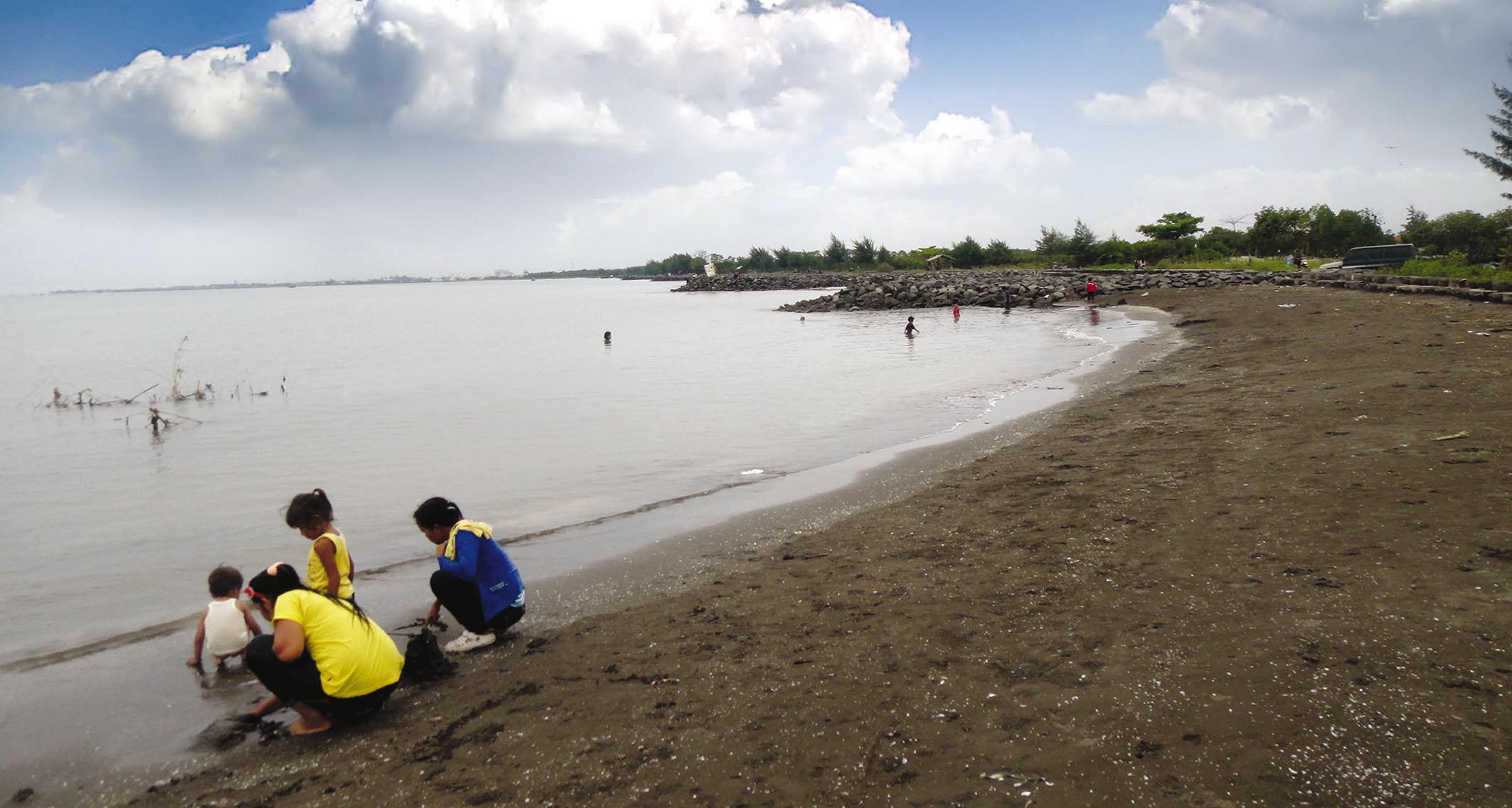 Menilik Pantai Muarareja Kota Tegal