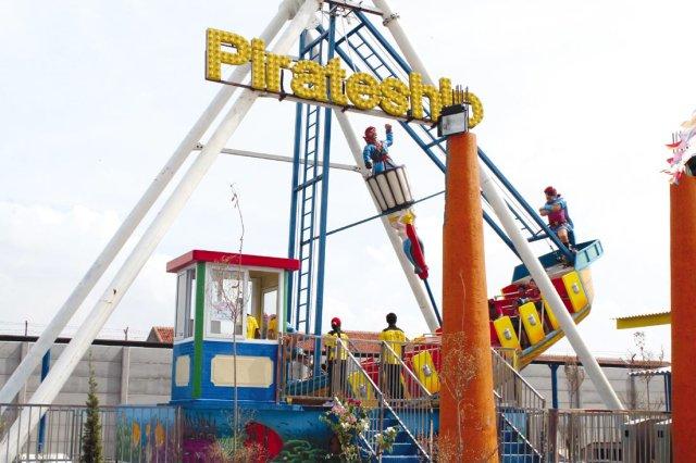Wahana Permainan Rita Park Diserbu Pengunjung